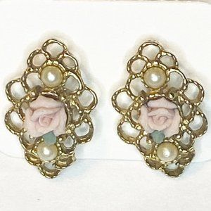 Vintage Victorian gold tone with rose pearls